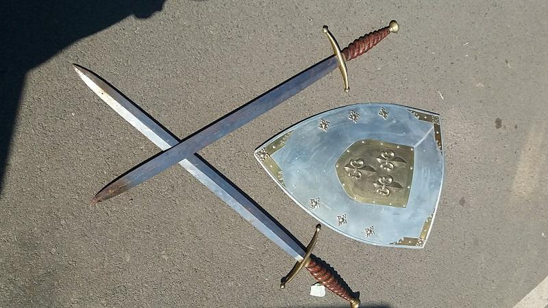 Régiségek Pajzsok, kardok Minden Nap Alap